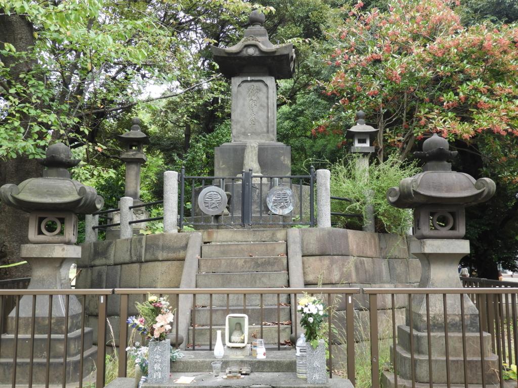 清水観音堂の近くにある彰義隊の戦死者の墓