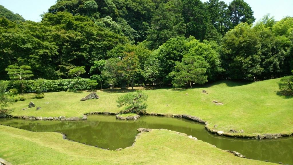 平成15年に復元整備された建長寺庭園の池