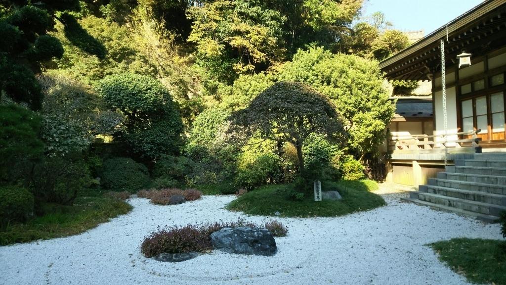 美しい枯山水が広がる報国寺中庭