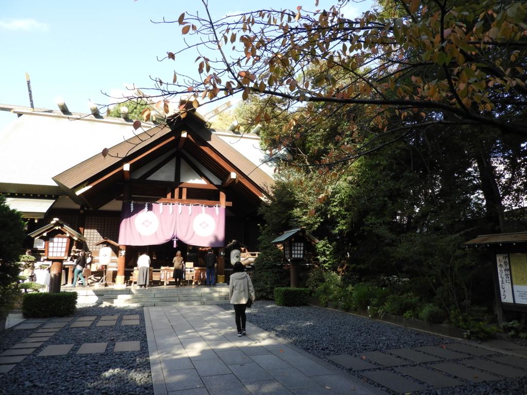 東京大神宮の拝殿の右側にある緑地