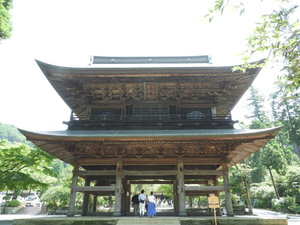 円覚寺を象徴する建築物である山門