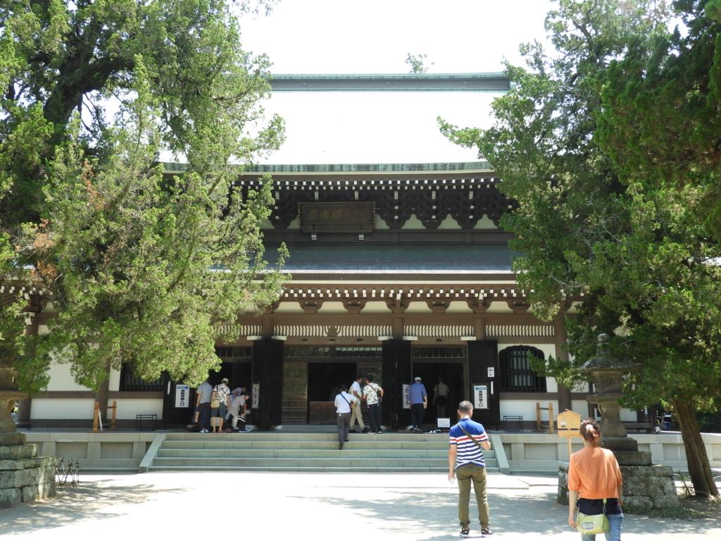 ご本尊をお祀りする円覚寺の仏殿