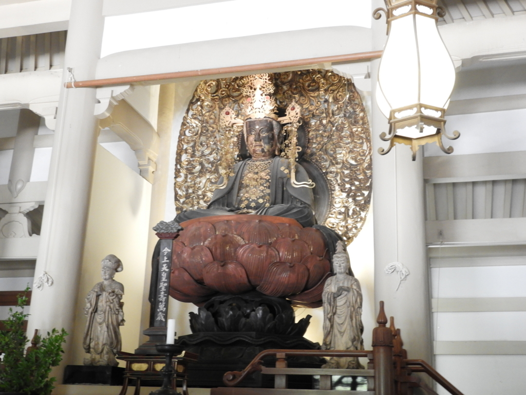 円覚寺の本尊の宝冠阿弥陀如来像