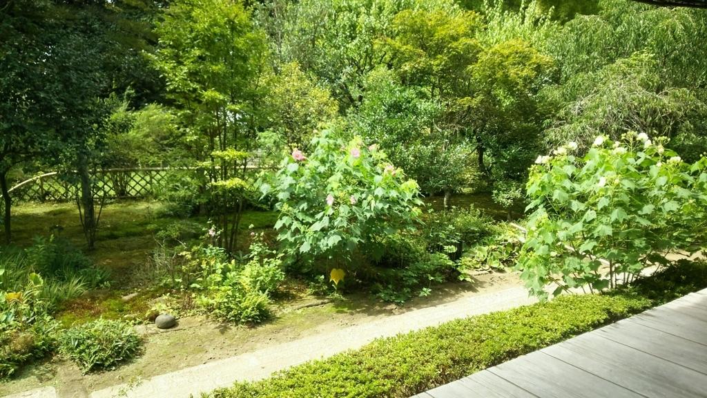 「安寧」の美しい庭園