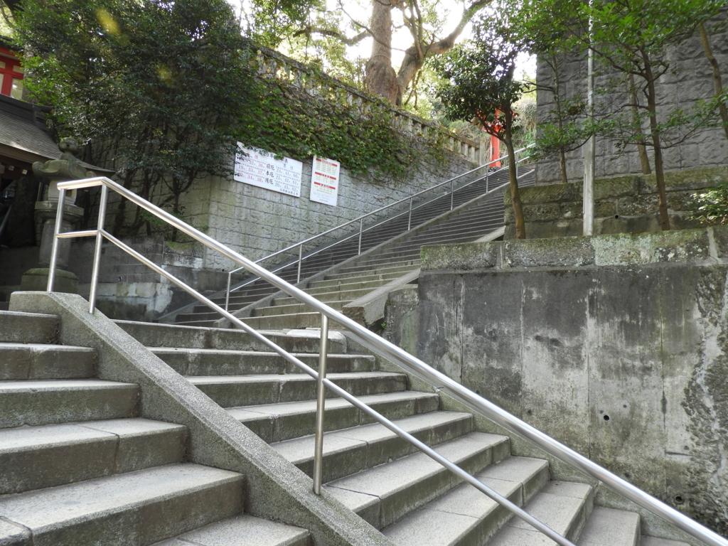 江島神社の辺津宮への階段
