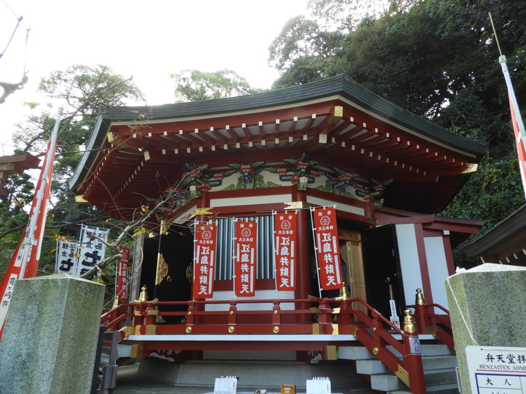 江島神社の奉安殿