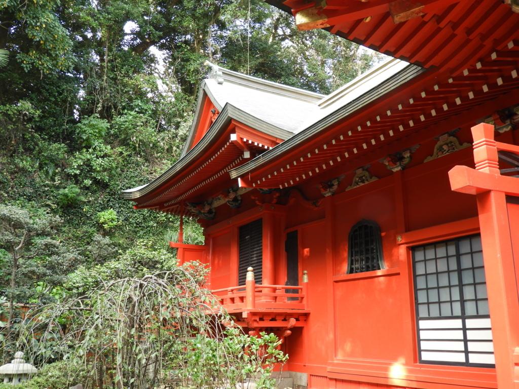 江島神社中津宮の本殿