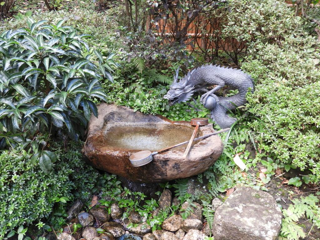 江島神社中津宮の水琴窟