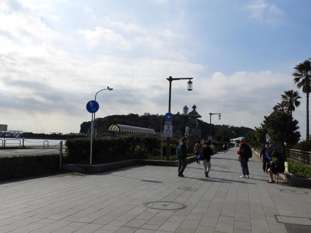 片瀬江ノ島から見た江の島