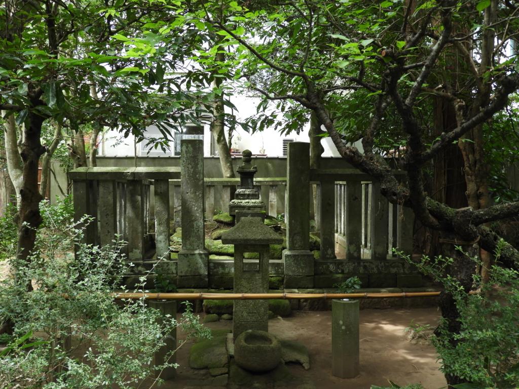 明月院の時頼墓所