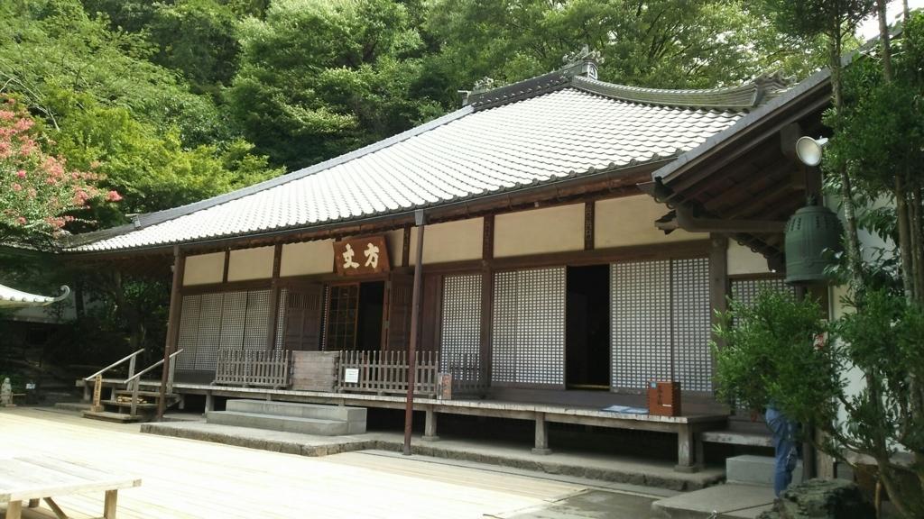 中門をくぐった先にある明月院の本堂