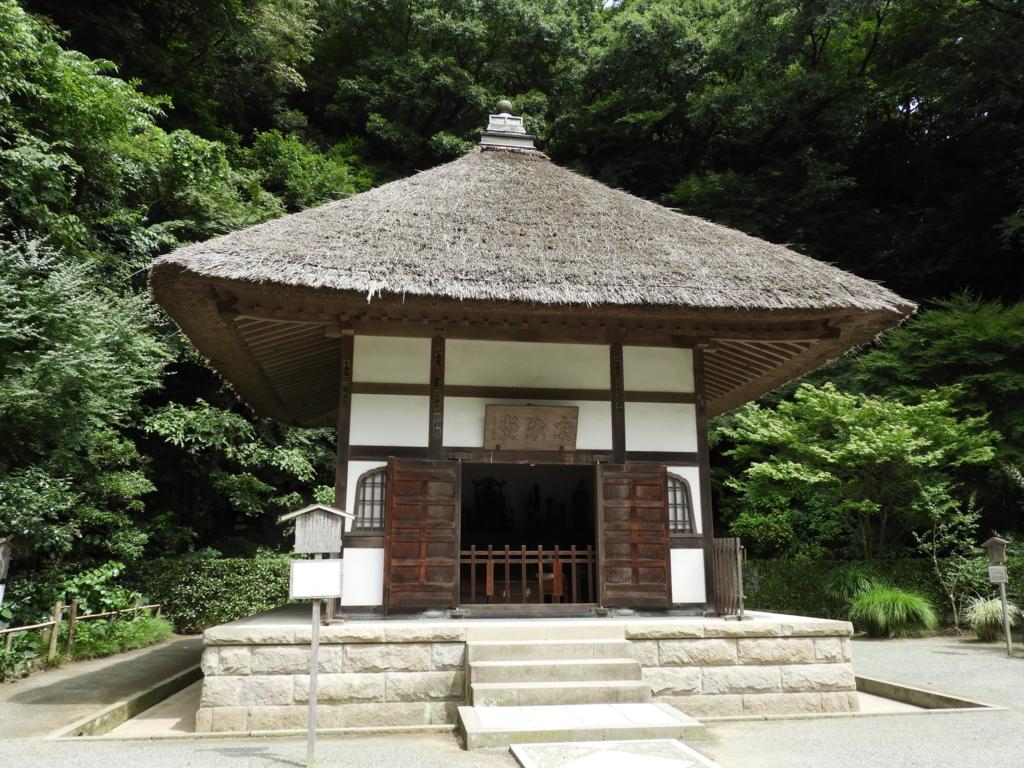 歴代住職の位牌が祀られている明月院の開山堂