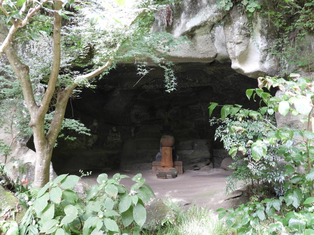 鎌倉最大の明月院やぐら