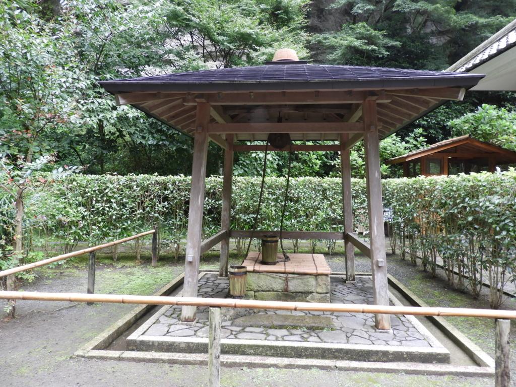 鎌倉十井の一つで現在でも使用可能な明月院の瓶の井