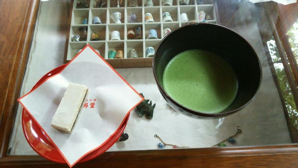 明月院の月笑軒で頂ける抹茶と和菓子