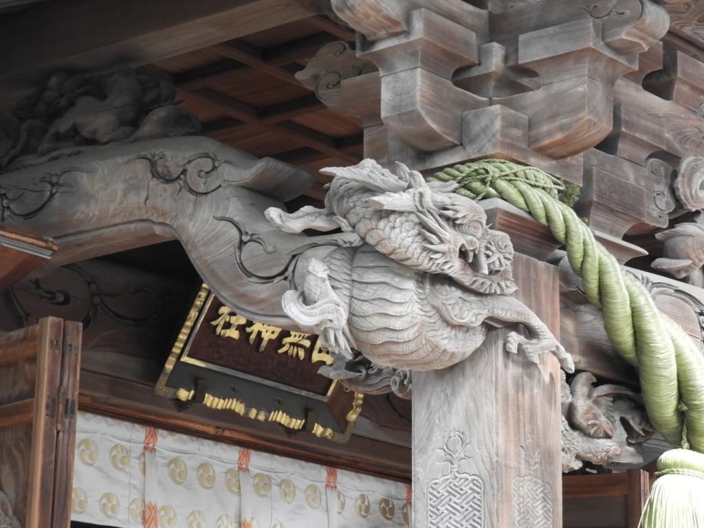拝殿内外の彫刻