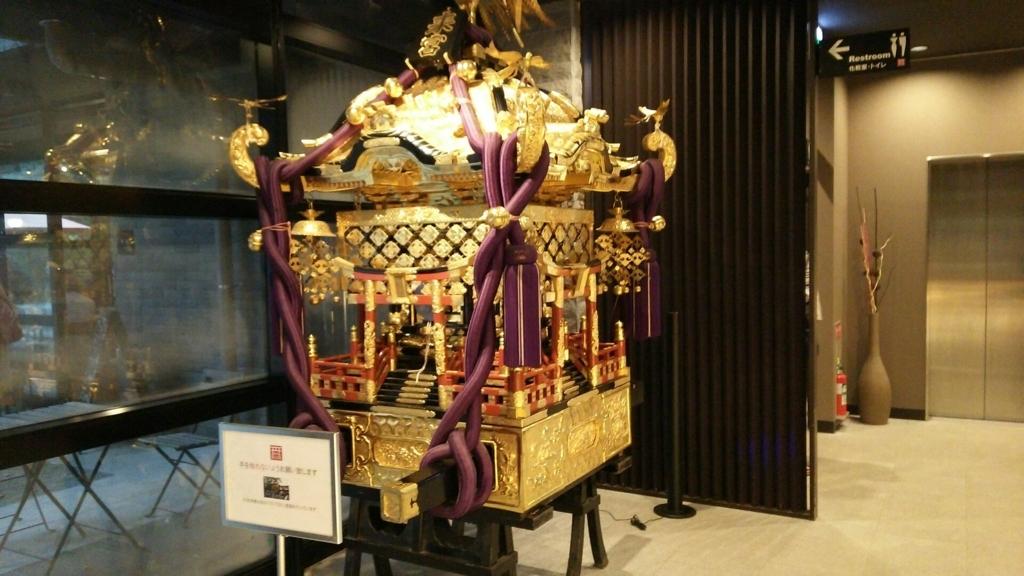 芸術品を思わせる来宮神社の神輿