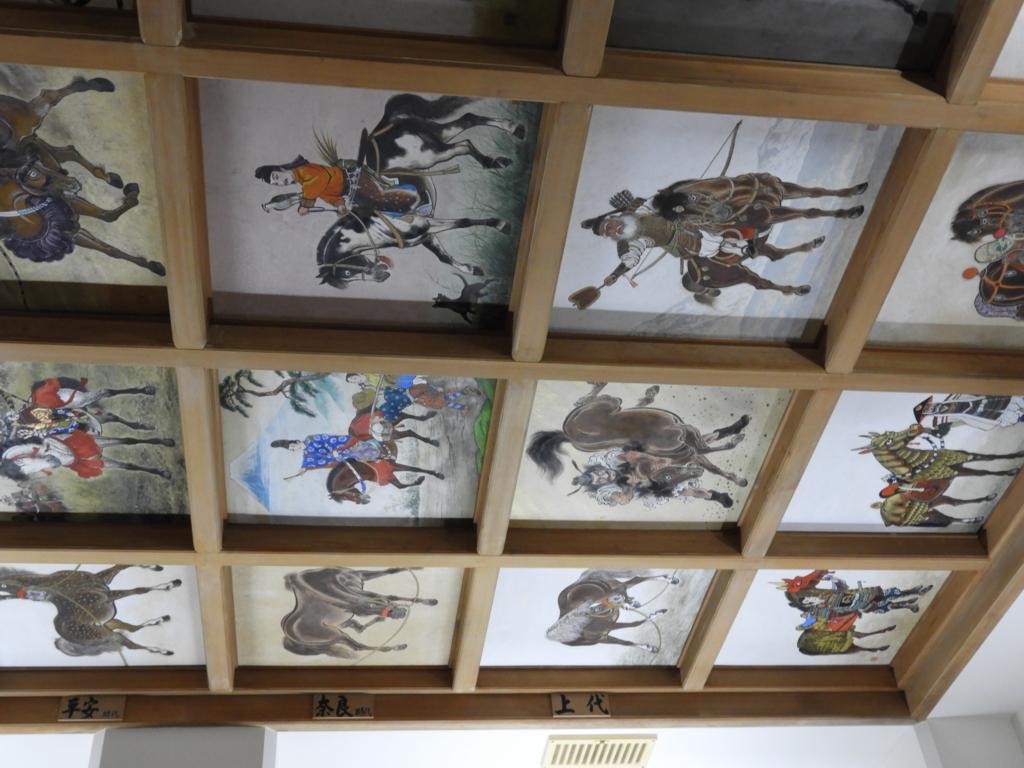 天井に描かれた馬乘絵百体
