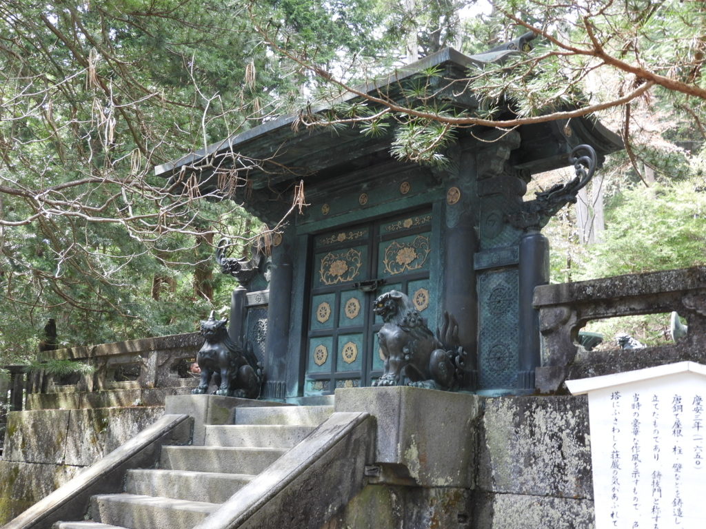 奥宮の鋳抜門