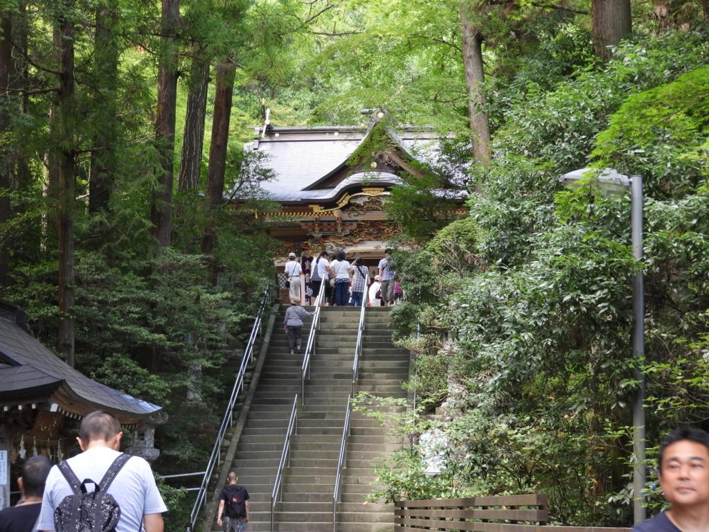 宝登山神社の階段と社殿