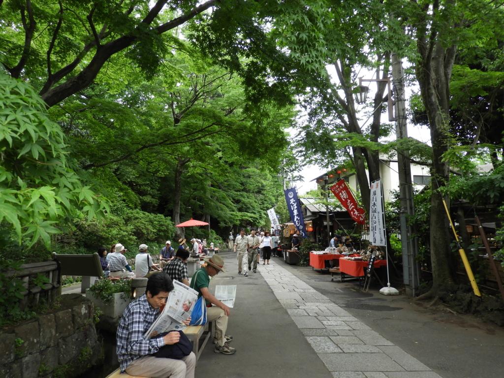 映画村のような雰囲気の深大寺の門前