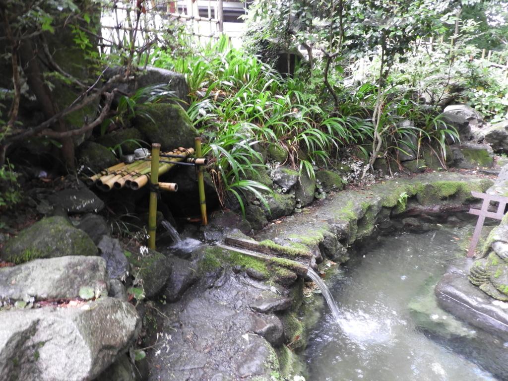 龍王弁財天の水