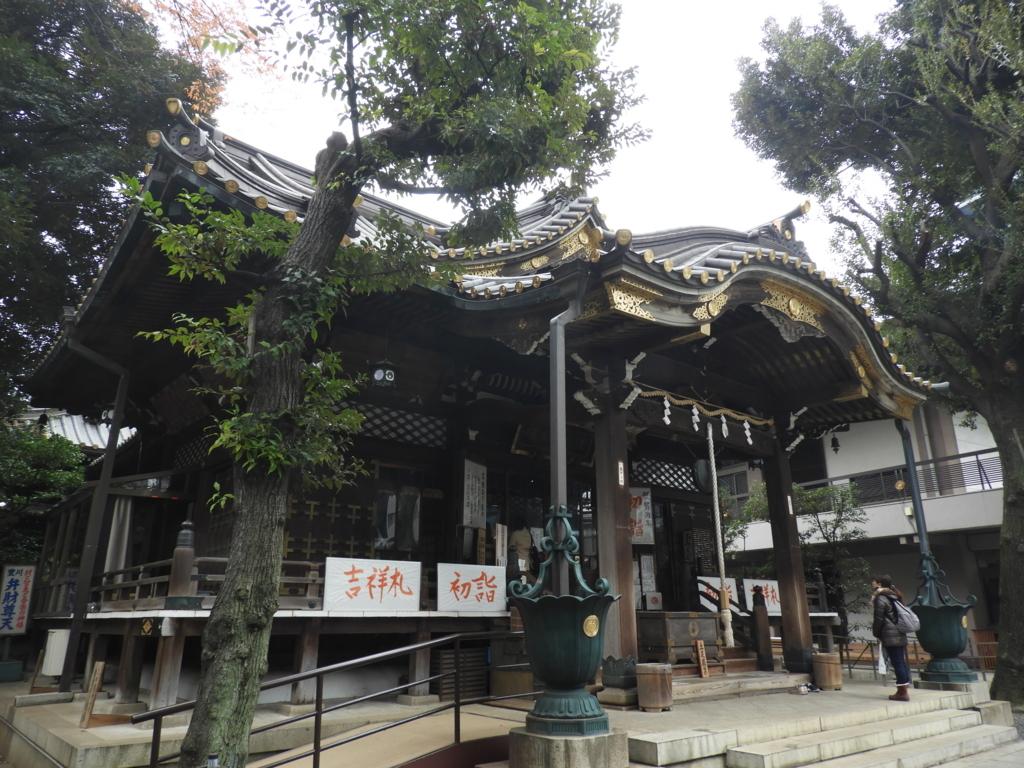 本尊の豊川吒枳尼真天を祀る豊川稲荷東京別院の本堂