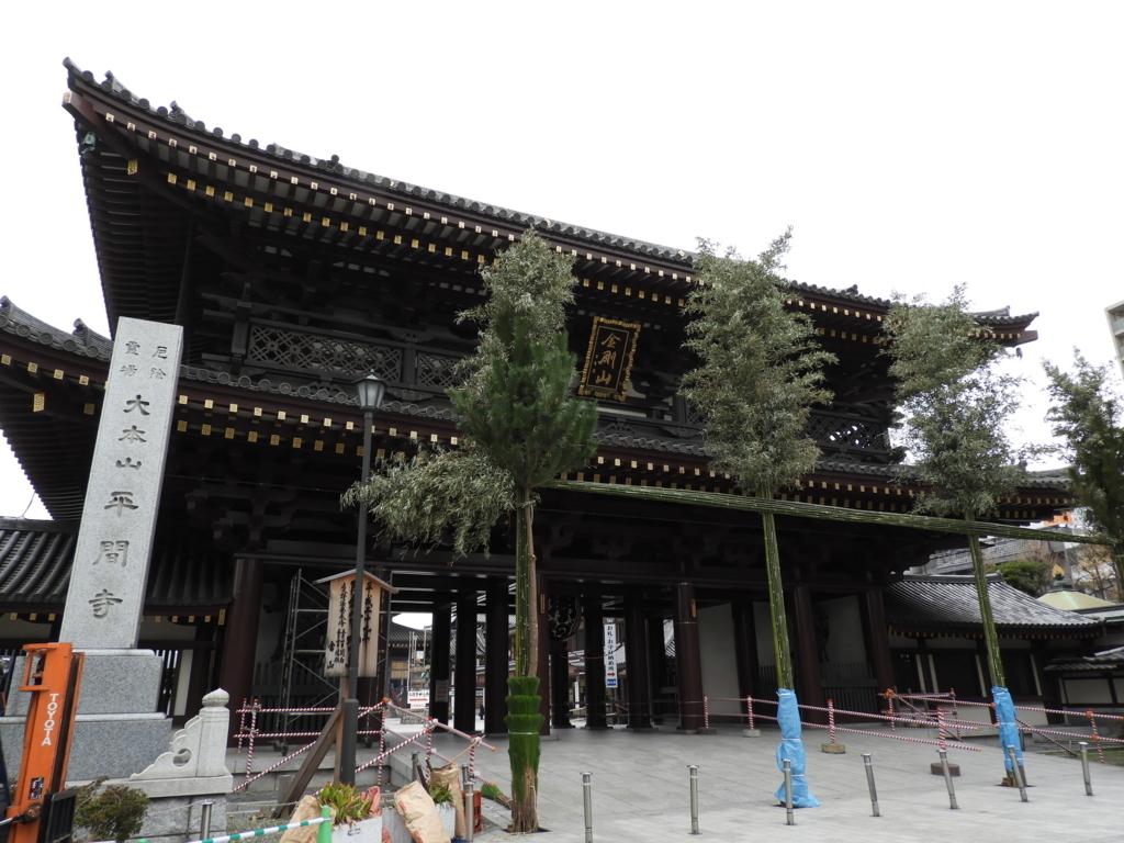 昭和52年に建立された川崎大師の大山門