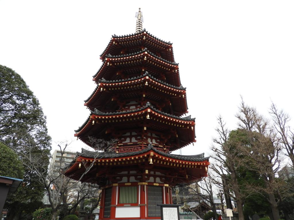 昭和59年に落慶した川崎大師の八角五重塔