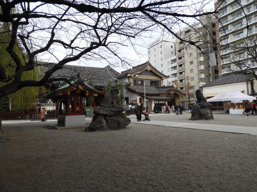 浅草神社の境内