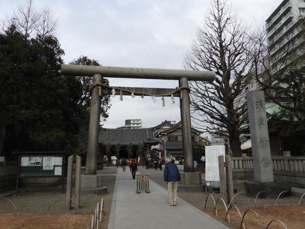 浅草神社の大鳥居
