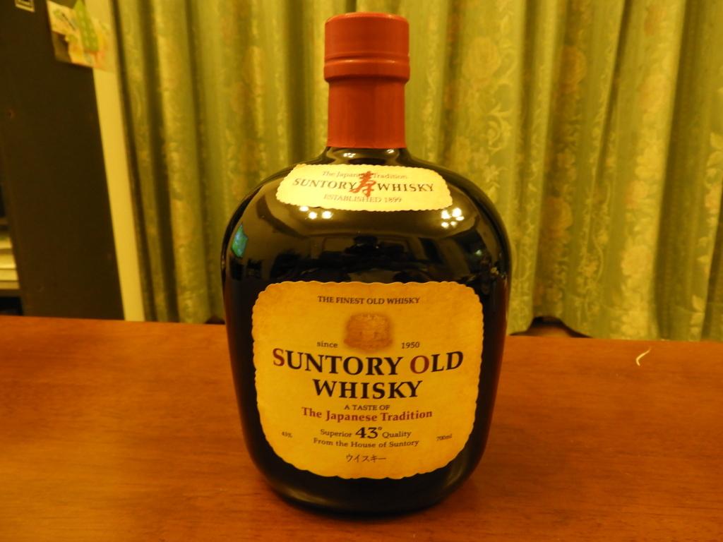 芸術的と言っていいサントリーオールドのボトル