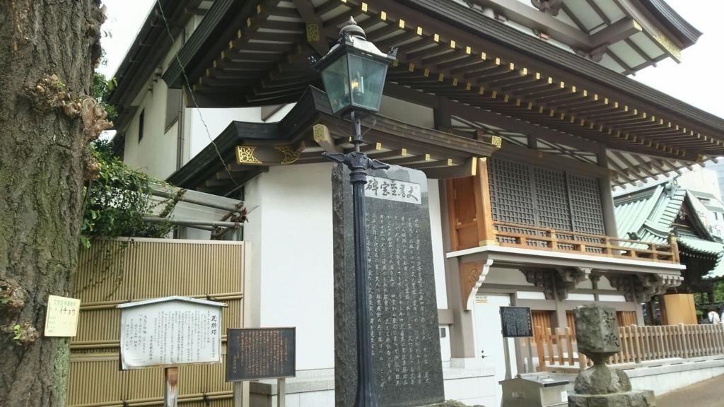 湯島天満宮の境内に再現された都内唯一のガス灯