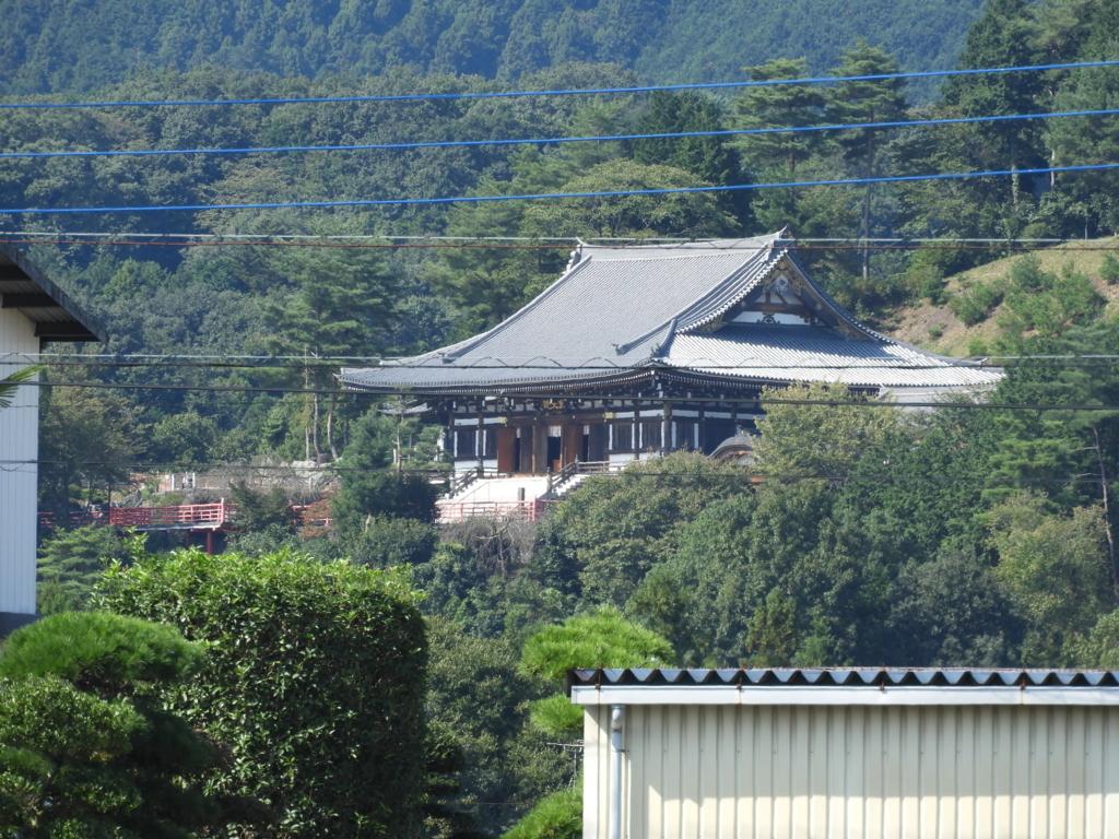 高麗神社へ向かう道から見える聖天院