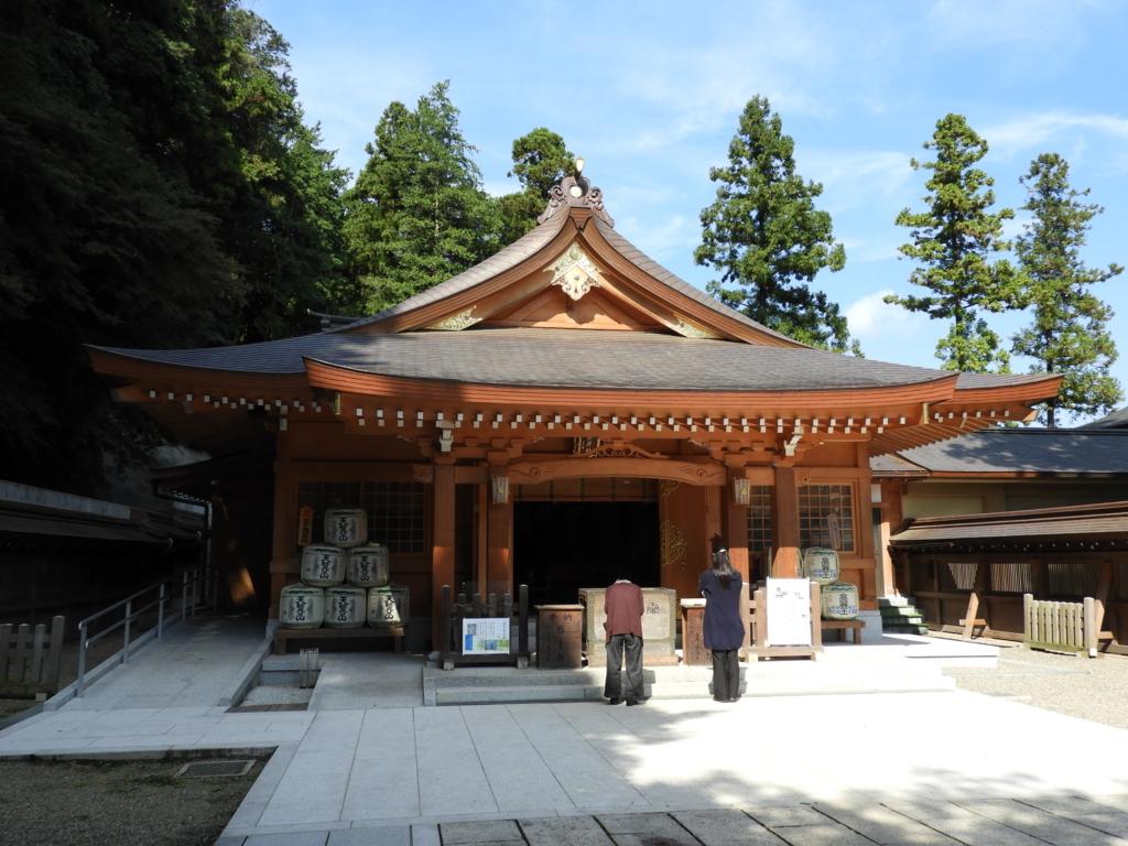 幾人もの政治家が出世を祈願した高麗神社の拝殿