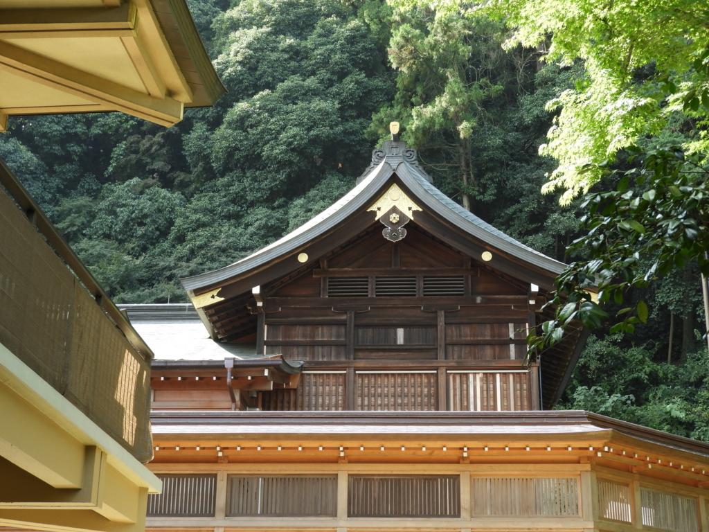 拝殿の奥に設けられた高麗神社の本殿
