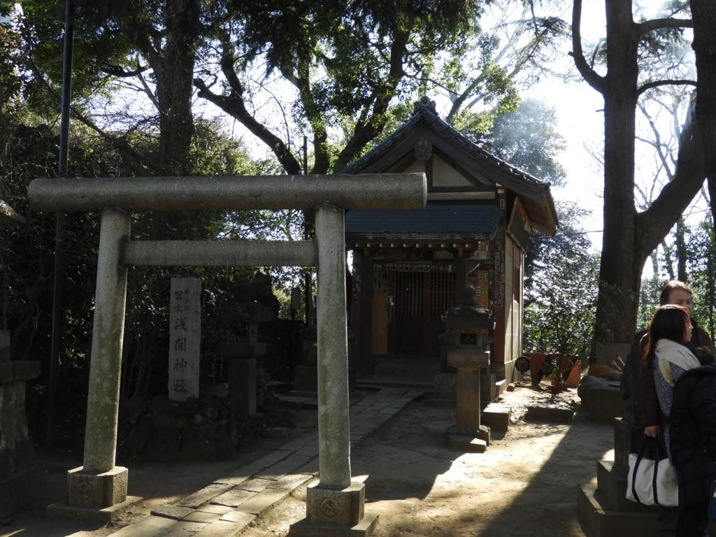 山開きの儀式を行なう品川神社境内社の浅間神社