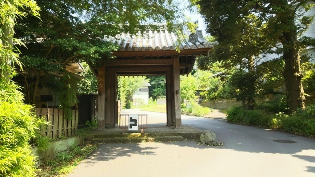 参道入口の門