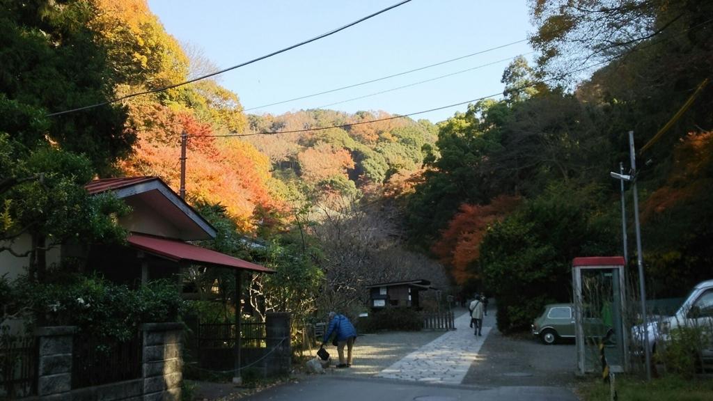 瑞泉寺拝観受付付近の紅葉
