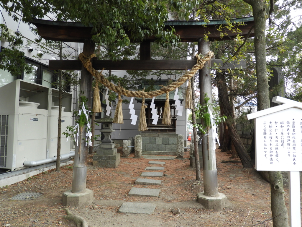 深志神社の境内社の楠公神社