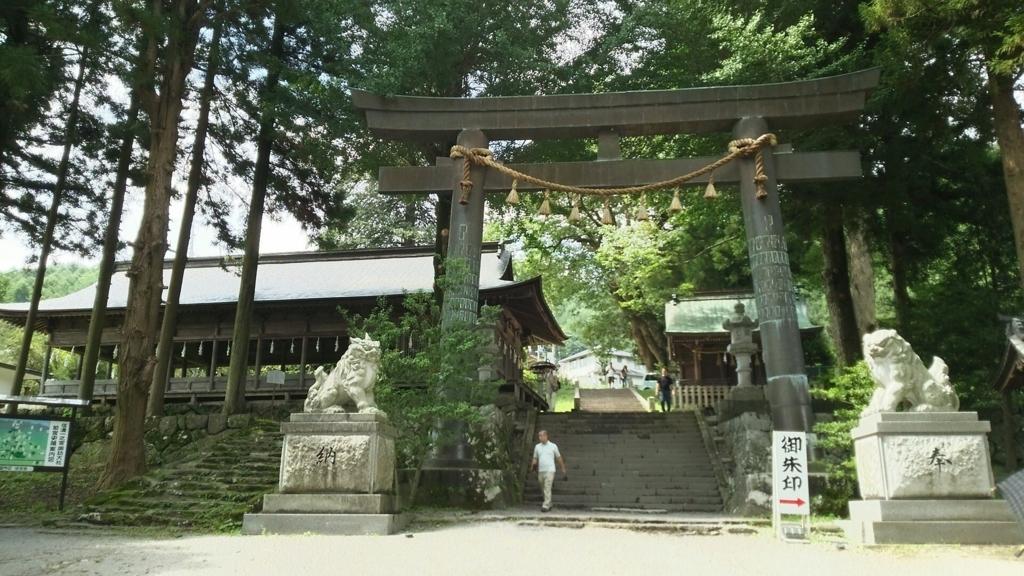 諏訪大社上社前宮の敷地内の大半を占める神原