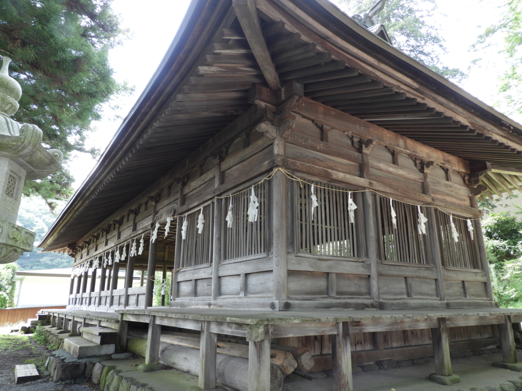 諏訪大社上社前宮の様々な神事を行う場所である十間廊