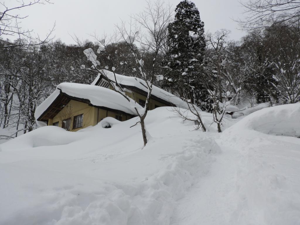 悪戦苦闘しながらやってきた戸隠神社奥社の社務所