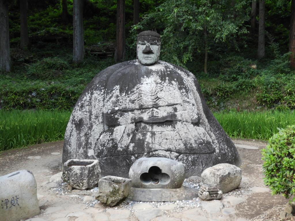 岡本太郎が激賞し何度も見に訪れた万治の石仏