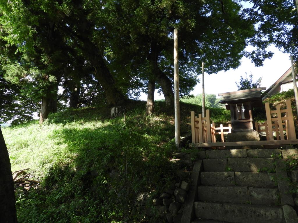 諏訪大社下社秋宮まで続く旧中山道にある下諏訪青塚古墳