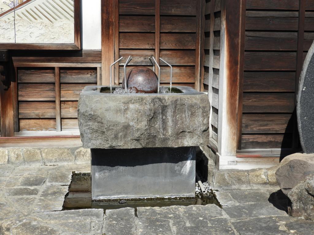 諏訪大社下社秋宮まで続く旧中山道にある下諏訪温泉