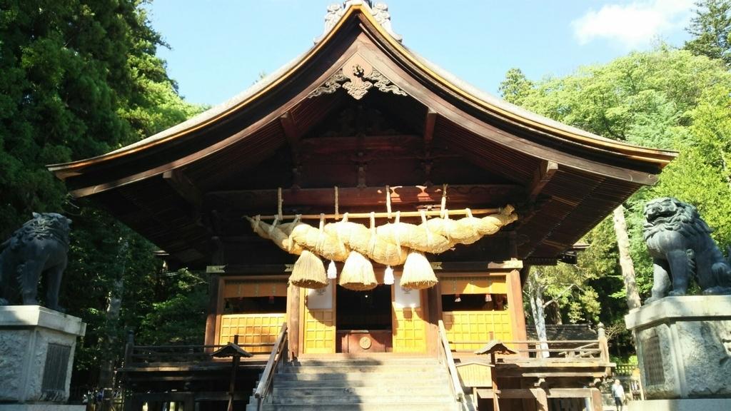 注連縄が日本一長い諏訪大社下社秋宮の神楽殿