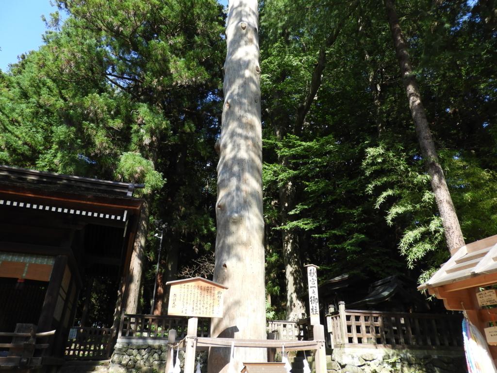 諏訪大社下社秋宮の一之御柱