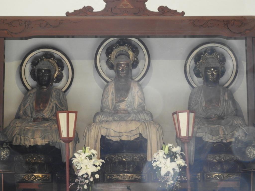 阿弥陀如来(過去)、釈迦如来(現在)、弥勒菩薩(未来)の三世仏