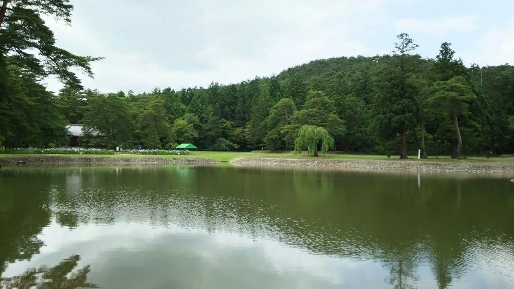 金堂や阿弥陀堂の前面につくった毛越寺境内の池